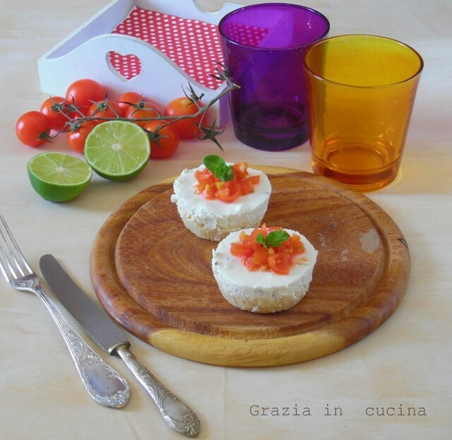 Mini cheesecake con feta,pomodorini e lime