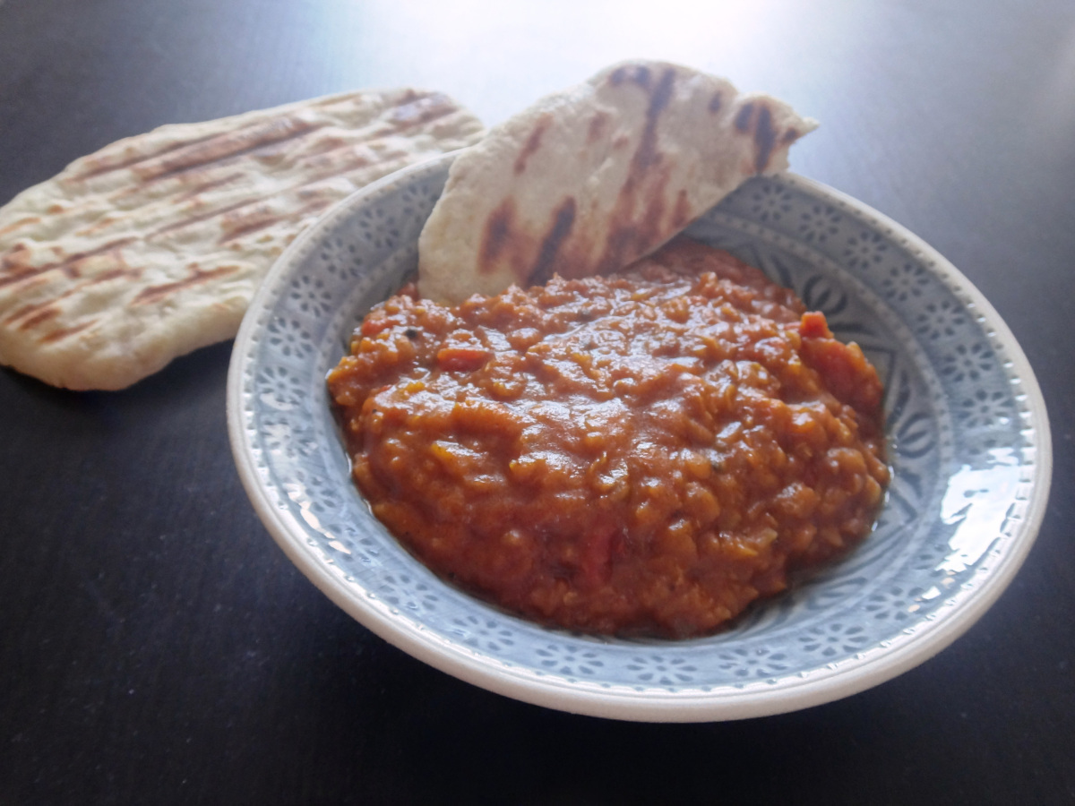 rotes linsen dhal mit naan