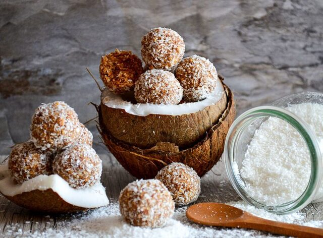 Roasted almonds and coconut bliss balls