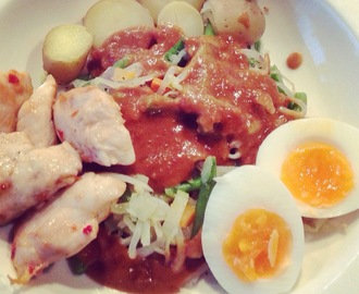 Supersnel: Gado-gado en kip in chilisaus