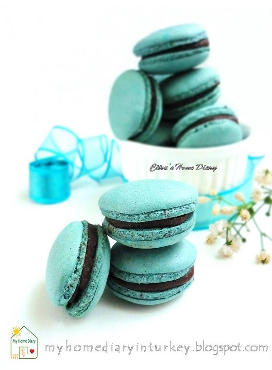 Blue Macarons with Chocolate Caramel Filling (Italian meringue method)