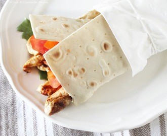 Chicken Wrap ( o rotolo di piadina con petto di pollo e salsa allo yogurt e avocado)