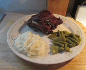 Crock Pot Pork Back Ribs w/ Mashed Potatoes, Green Beans, and Texas Toast (Lite)