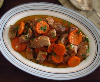 Stewed pork with carrot