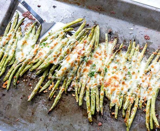 Garlic roasted cheesy green beans