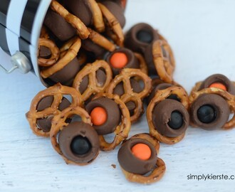 Halloween Rolo Pretzel Treats