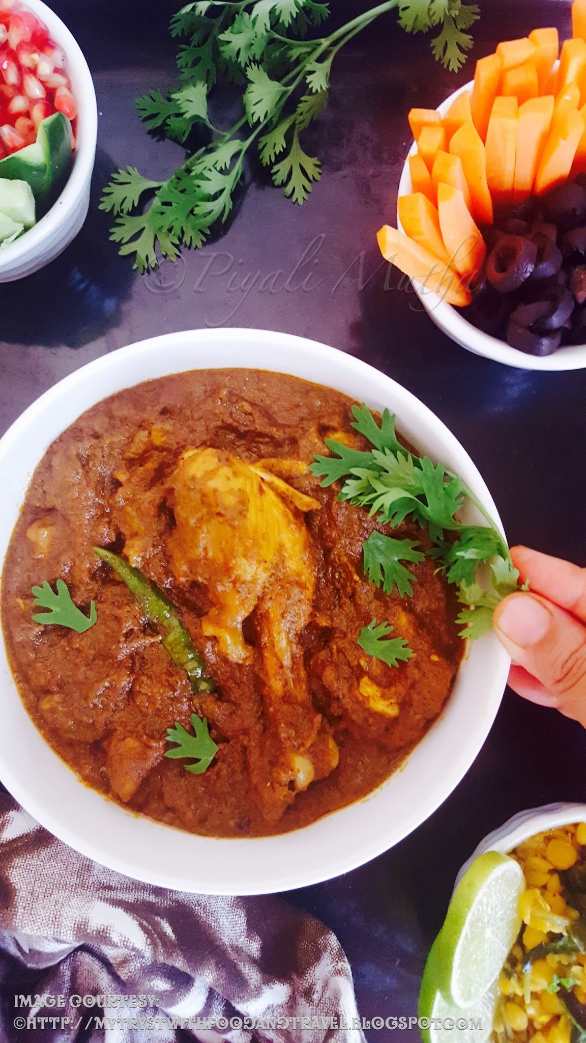 Chicken Xacuti Recipe / Goan Style Chicken Curry With Coconut And Exotic Spices