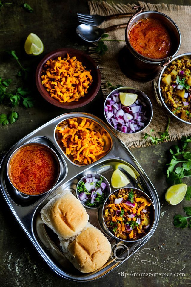 Kolhapuri Usal/Misal Recipe with Kat and Kolhapuri Masala | Popular Indian Street Foods Series