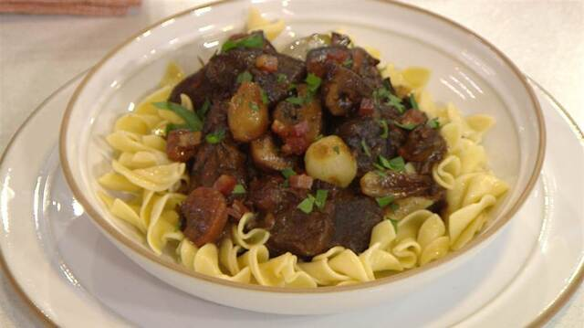 Slow cooker boeuf bourguignon: See an easy way to make the classic French dish