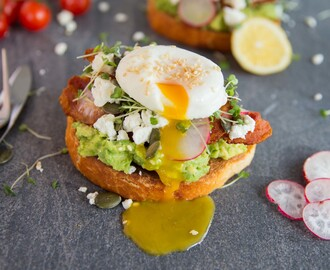 Cafe style smashed avocado on toast