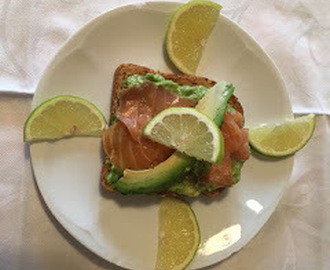 Toast salmone affumicato e avocado - Avocado and smoked salmon toast