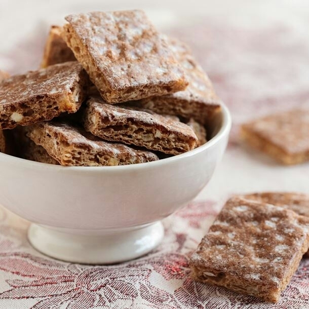 {SANS LACTOSE, VG, POSSIBLE SANS GLUTEN} Leckerlis de Bâle (Biscuits Suisses épicés aux Fruits Secs et Miel 🍯)
