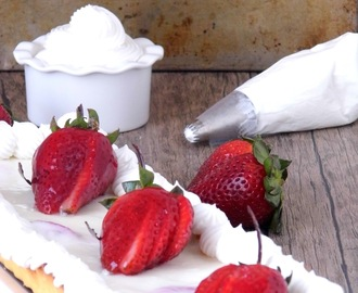Kuchen de yogurt  natural y  frutillas