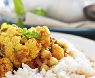 Curry vegano de coliflor y garbanzos