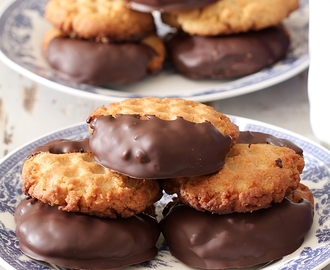 Classic Peanut Butter Cookies with Chocolate