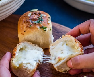 Garlic Cheese Bread Bombs