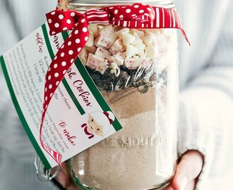 Mason Jar Gift: Peppermint Bark Cookies (Free Printable)