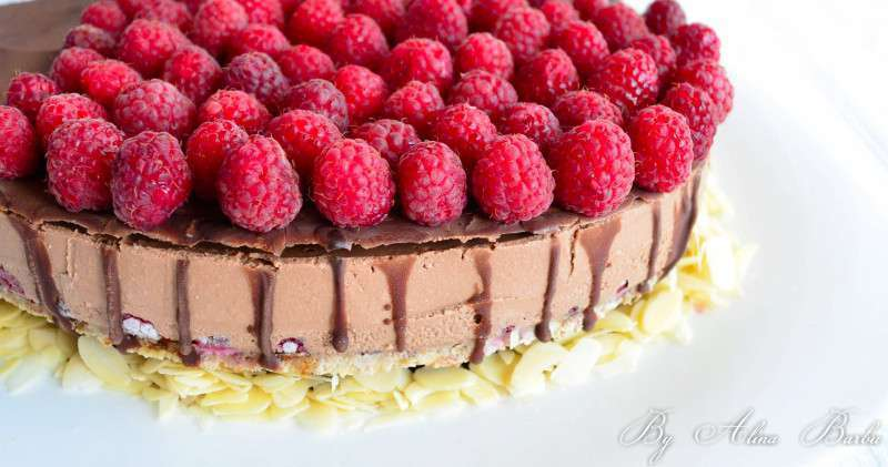 Refreshing chocolate and raspberry cake