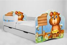 KOBI Barnsäng - Fala Med Madrass Och Skyddskant - Bear With Honey - 140 x 70 Cm