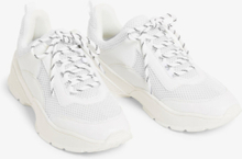 Chunky low-top sneaker - White