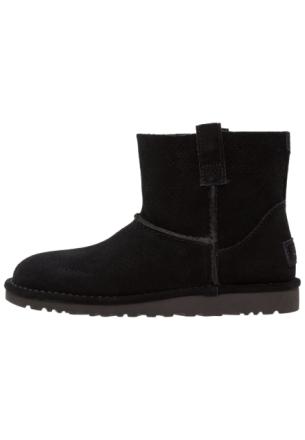 UGG CLASSIC UNLINED MINI PERF Støvletter black