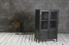 Metallskåp med nätdörrar - Svart
