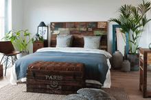 Sänggavel av färggrant återvunnet trä