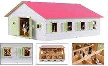Paardenstal met 7 boxen roze dak - Globe Farming