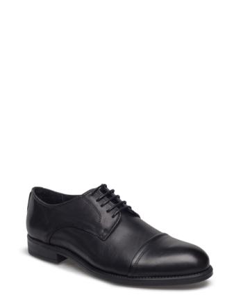 Capper Shoe