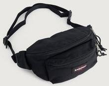 Eastpak Axelremsväska Doggy Bag Svart