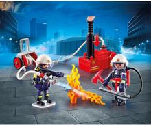 Brandmän med vattenpump