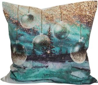 Beli ett julkuddfodral med ett digitaltryck i härliga färger. Färg: Guld och turkosa färger med julgranskulor.