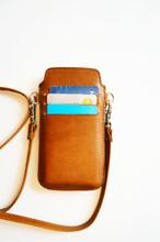 Mobilfodral med kortfack och halsband (iPhone 4) - Cognac
