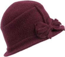 Klockformad valkad hatt i 100% ren ny ull från Seeberger rosa