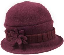 Klockformad valkad hatt från Seeberger röd
