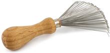 Hårborstrengörare i bokträ och stål