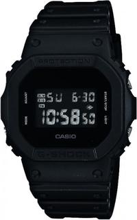 Casio - Casio G-Shock DW-5600BB-1ER - man visar