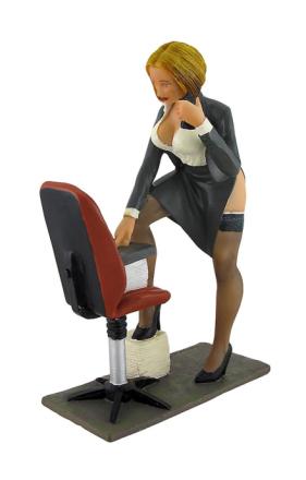 Sexy kontoret Babe i avslørende Dress erotiske Executive jente statuen