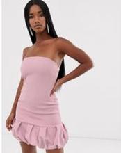 ASOS DESIGN – Wiggle – Texturerad miniklänning i bandeau-modell med bubblig fll-Lila