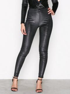 NLY One Shimmer Velvet Leggings Leggings Svart