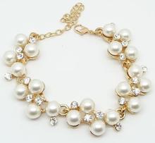 Armband med Pärlor och kristaller i 18 K Guldplätering