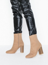 NLY Shoes Flirty Rounded Boot Heel