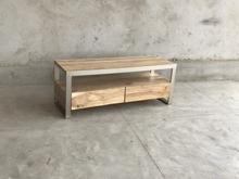 TV-bänk- Med stomme av metall