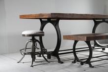 Fantastiskt matbord med rundade ben (Enbart underrede)