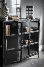 Metallskåp med glasdörrar