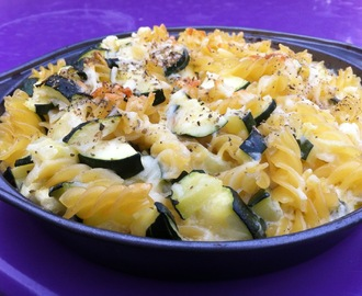 Oven baked pasta with mozzarella, ricotta and courgettes