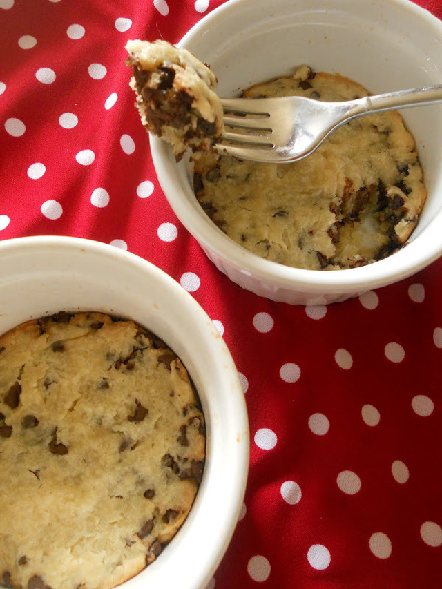 {Individual} Deep Dish Chocolate Chip Cookie