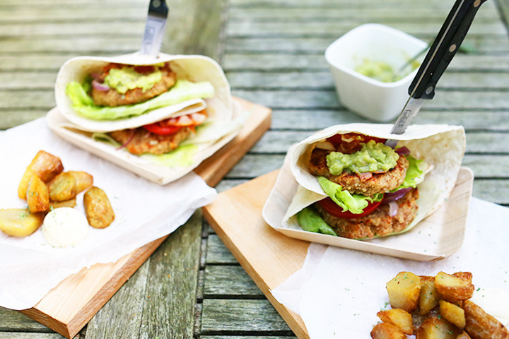 Tortilla chicken burgers