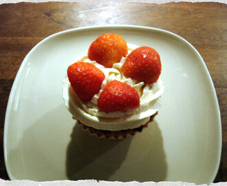 Marzipan cupcakes with strawberries and cream