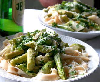 Fetuccine with green asparagus and garlic pepper butter
